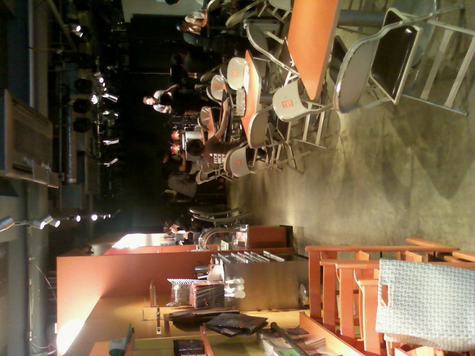 仙川キックバックカフェ到着。