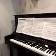 ピアノルームでEDM